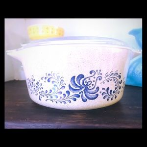 Pyrex 475-B Homestead Covered Dish ❤️